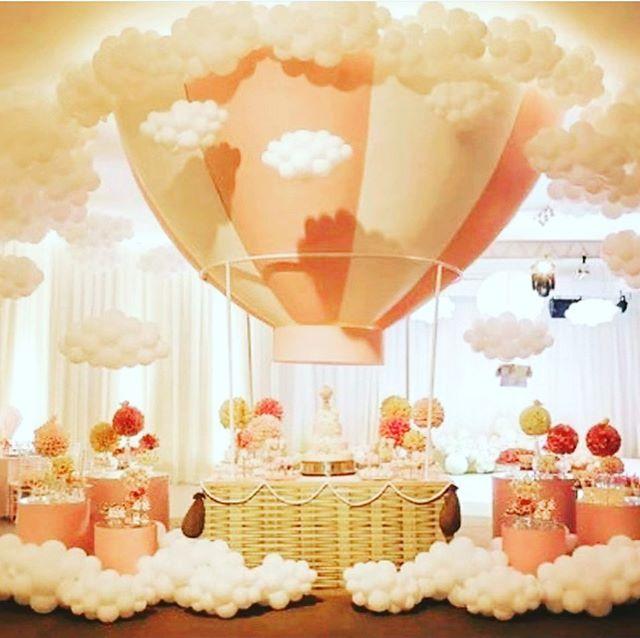 Bàn quà sinh nhật khinh khí cầu khổng lồ XV596
