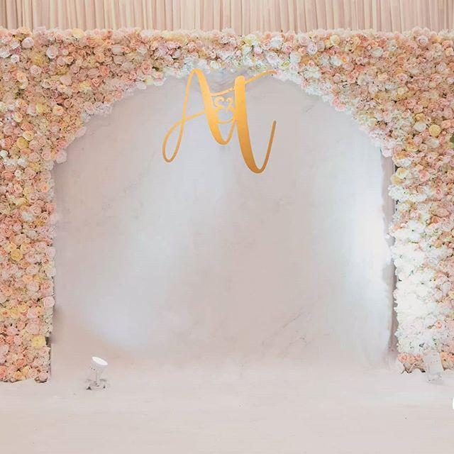 Backdrop tiệc cưới hoa tươi nhìn trực tiếp XV611