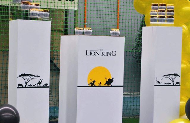Bàn trang trí gallery cho buổi tiệc sinh nhật vua sư tử XV612