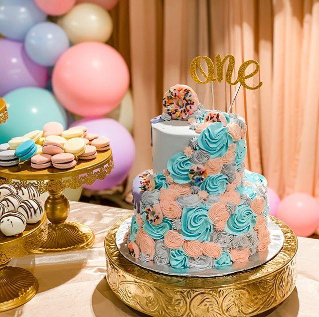 Bánh kem bàn quà sinh nhật hoa hồng cho bé gái XV618
