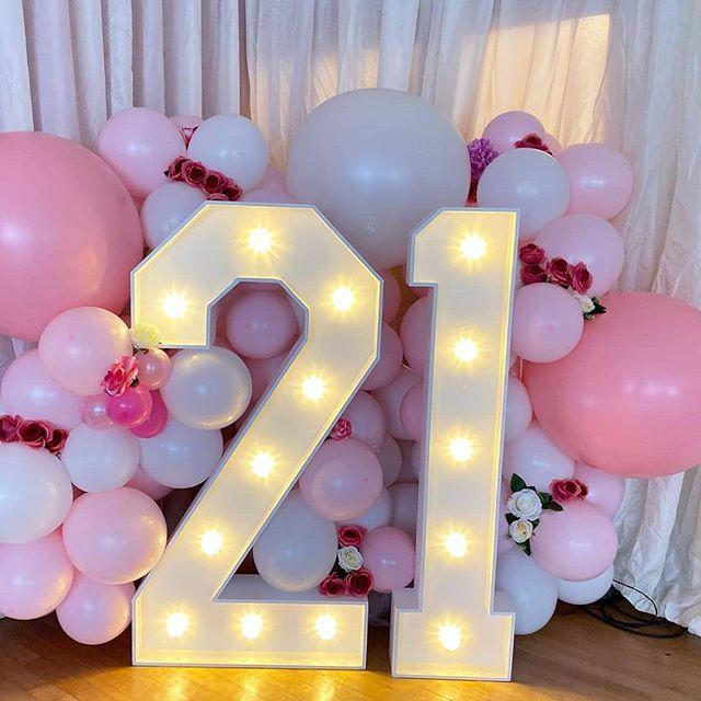 Bộ tiểu cảnh bong bóng trang trí sinh nhật màu hồng và trắng XV628