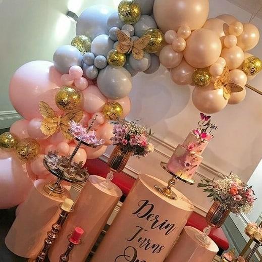 Bàn quà sinh nhật với 2 màu hồng, tím pastel góc nhìn 1 XV623