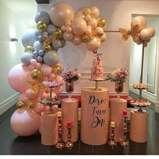 Bàn quà sinh nhật với 2 màu hồng, tím pastel góc nhìn 2 XV623