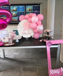Bàn quà sinh nhật nho nhỏ màu hồng XV624