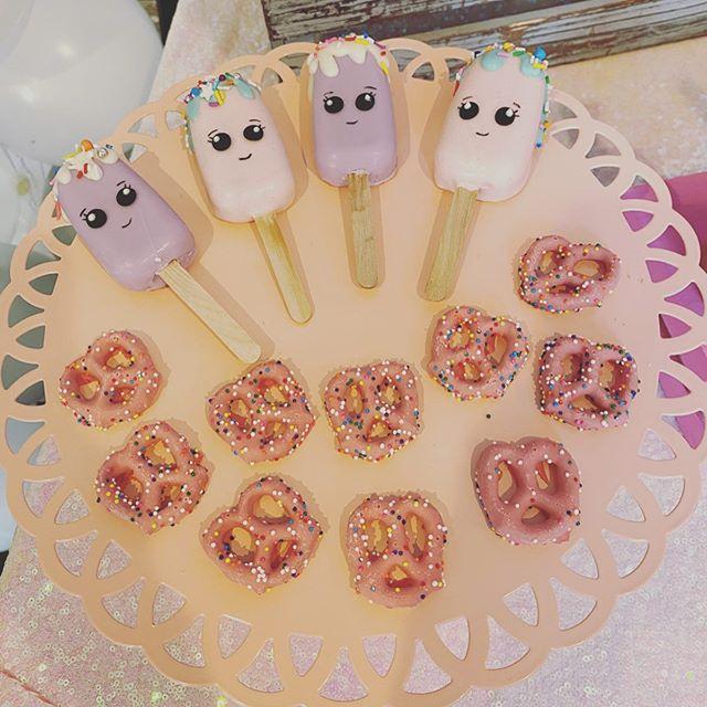 Bánh kẹo trang trí bàn quà sinh nhật chủ đề kem XV652