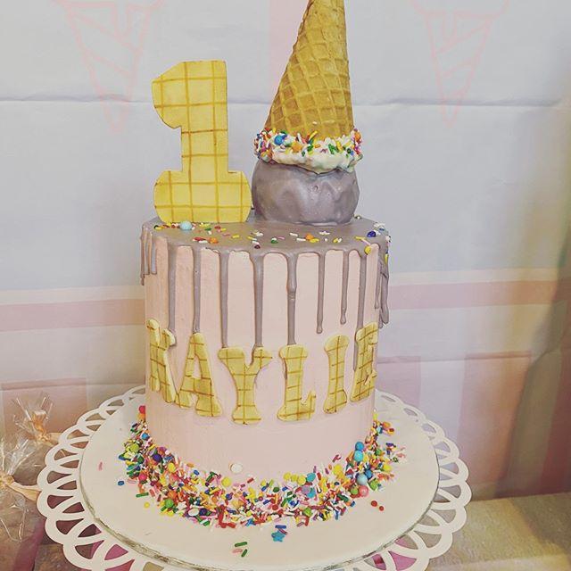 Bánh kem bàn quà sinh nhật chủ đề kem XV652
