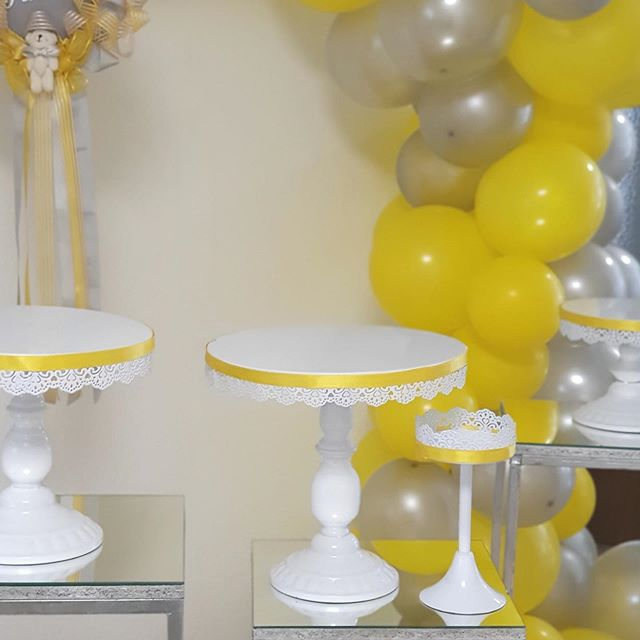 Bộ bàn gallery trang trí sinh nhật vàng và xám XV658 góc nhìn 2