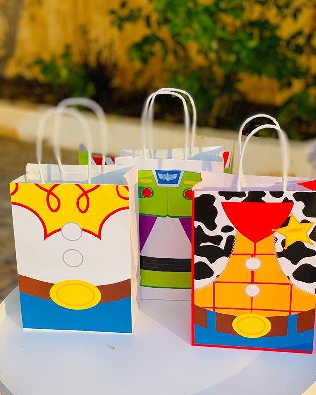 Các sản phẩm trang trí cùng bàn quà sinh nhật chủ đề Toy Story XV668