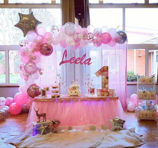 Bàn quà sinh nhật trang trí bong bóng màu hồng XV630