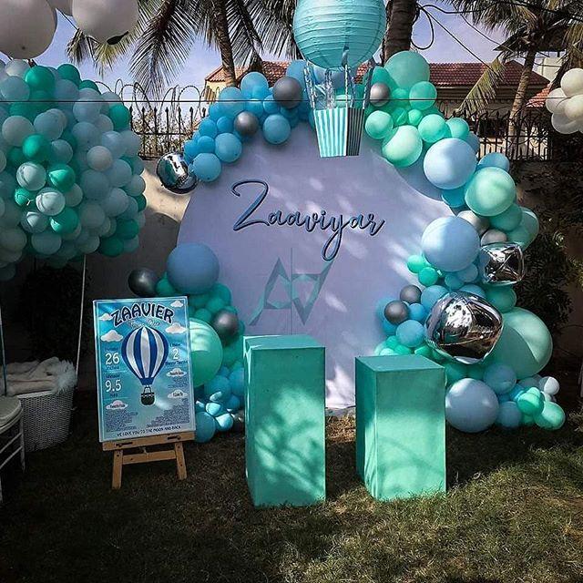 Trang trí bàn quà sinh nhật màu trắng và xanh ngọc XV639