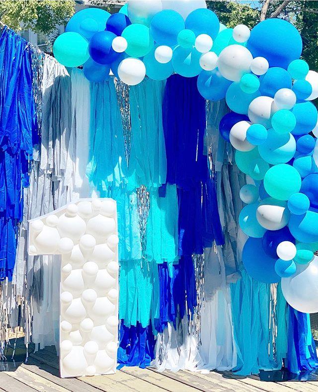 Backdrop sinh nhật tua rua xanh dương và trắng XV576