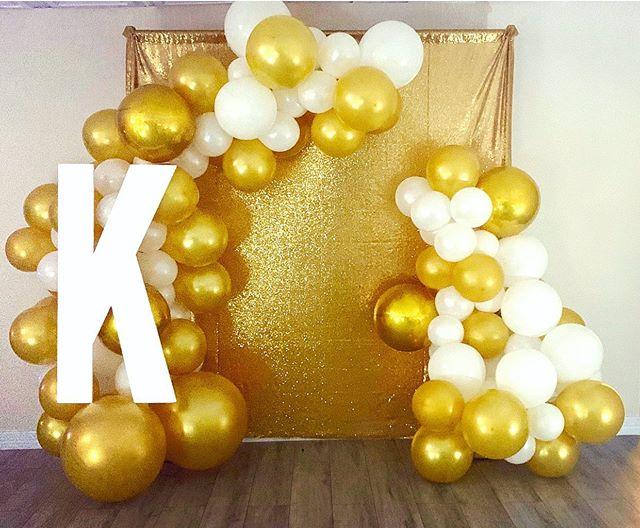 Backdrop khai trương vàng đồng và trắng XV573
