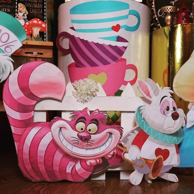Bộ sản phẩm trang trí bàn sinh nhật Alice in Wonderland góc nhìn 2 XV680