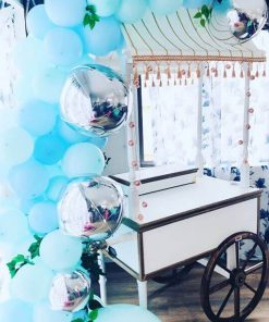 Trang trí bàn quà sinh nhật xe ngựa XV688