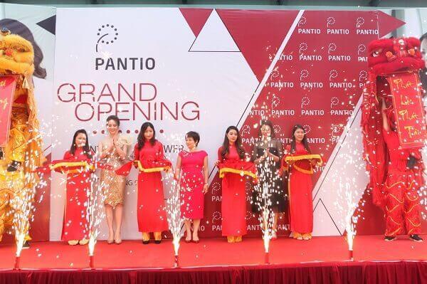 Mẫu background khai trương PANTIO cho những bạn có shop chuyên quần áo