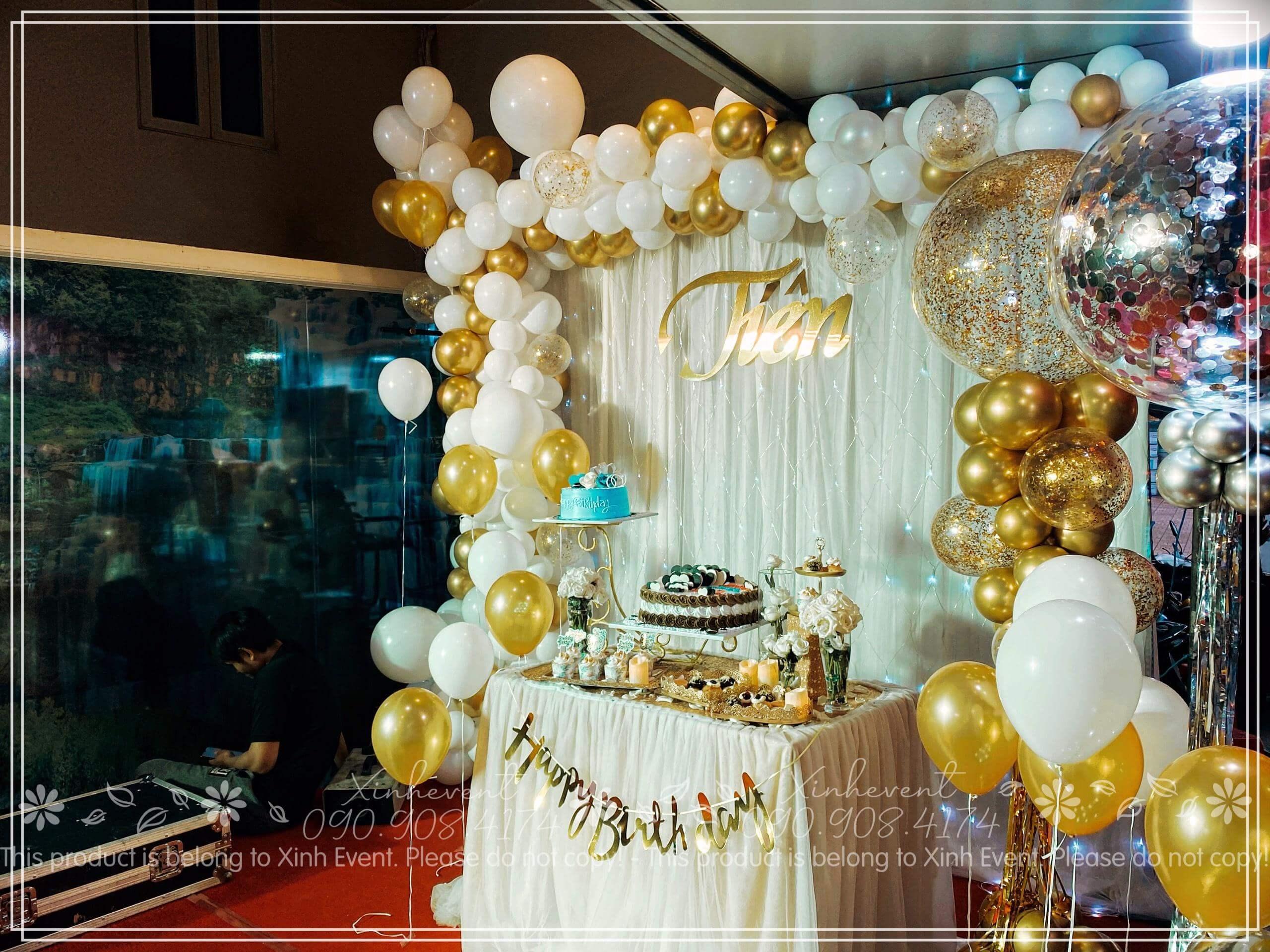 Góc trái xinh đẹp của bàn sinh nhật và backdrop