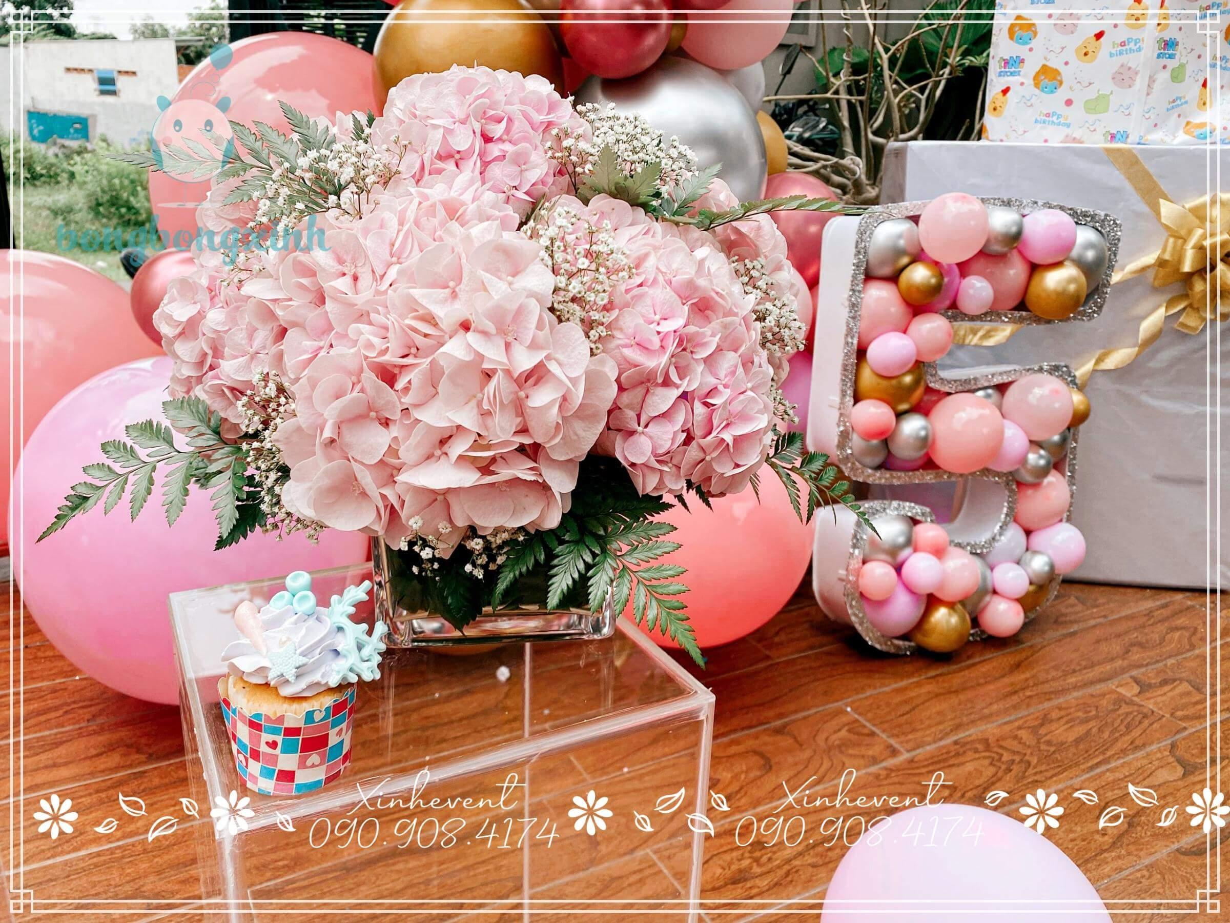 Bó hoa hồng cực xinh trang trí cho sinh nhật bé