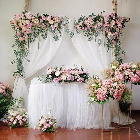 Bàn gallery trang trí tiệc cưới đầy hoa XV747