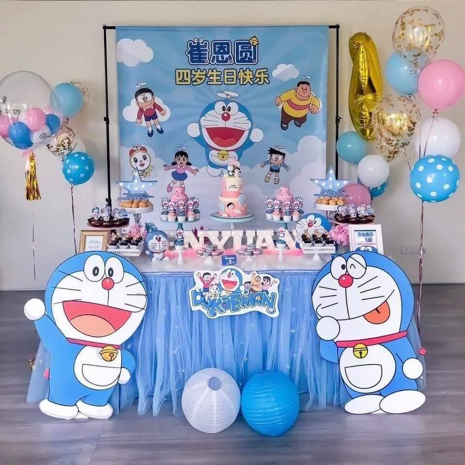 Bàn quà sinh nhật đầy đủ các thành viên trong truyện Doremon
