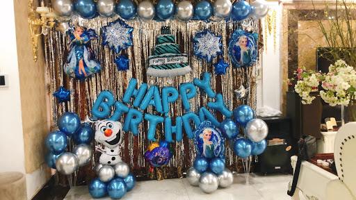 Backdrop sinh nhật chủ đề Elsa đơn giản