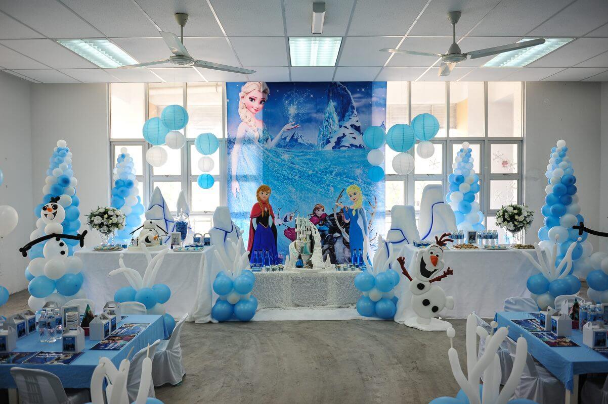 Không gian thật sự tuyệt vời khi trang trí sinh nhật chủ đề Elsa