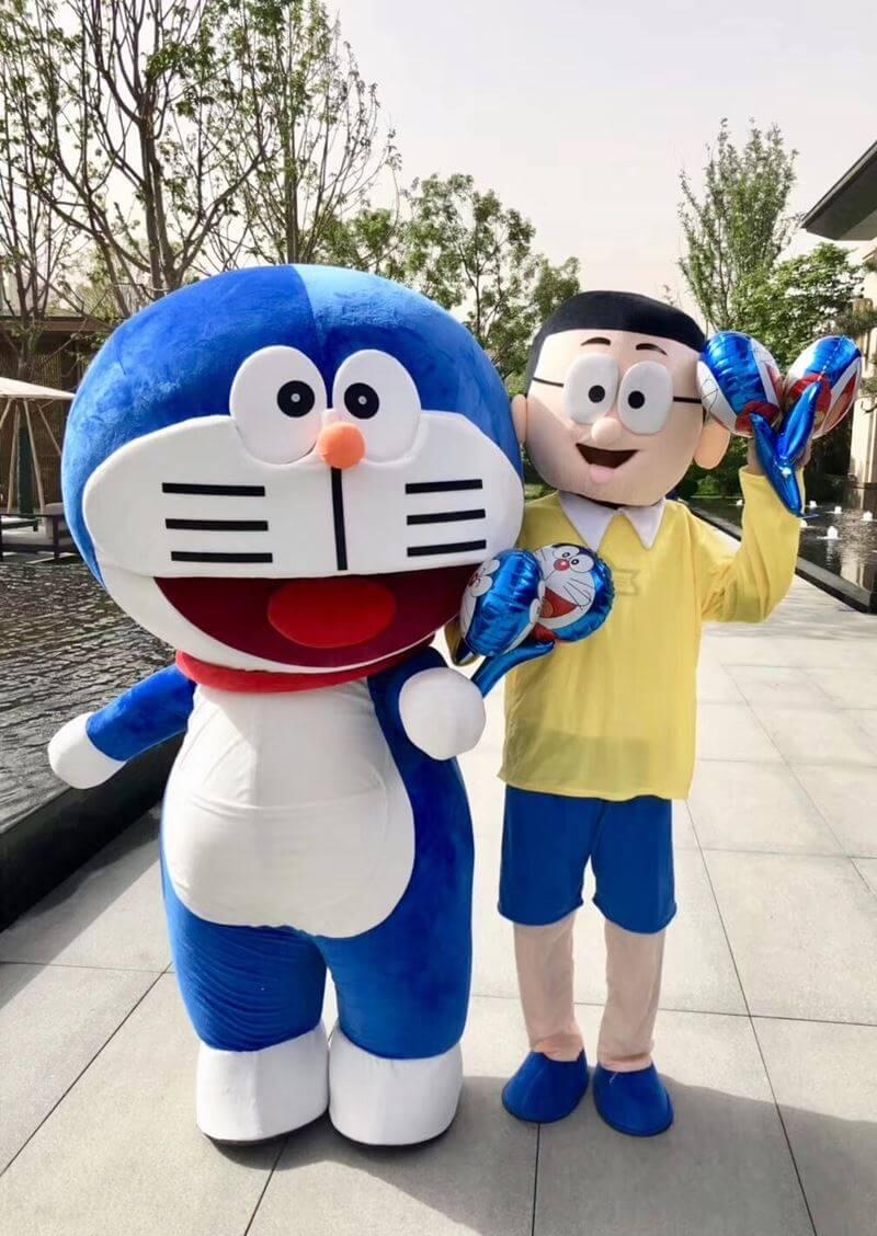 Mascot Doremon đón khách