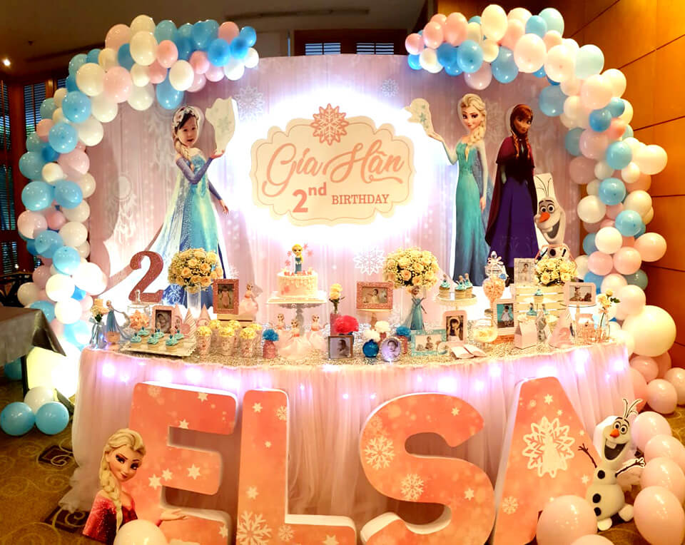 Trang trí sinh nhật chủ đề Elsa tuyệt đẹp