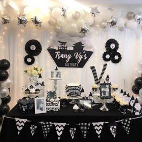 Trang trí sinh nhật tone trắng đen huyền bí