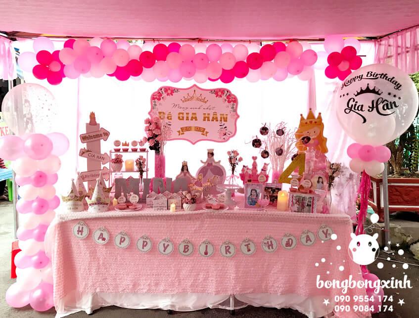 Bàn quà trang trí sinh nhật chủ đề công chúa màu hồng BQ142