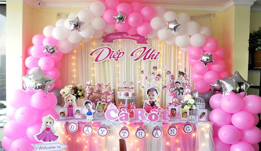 Bàn quà trang trí sinh nhật tông màu hồng cho bé