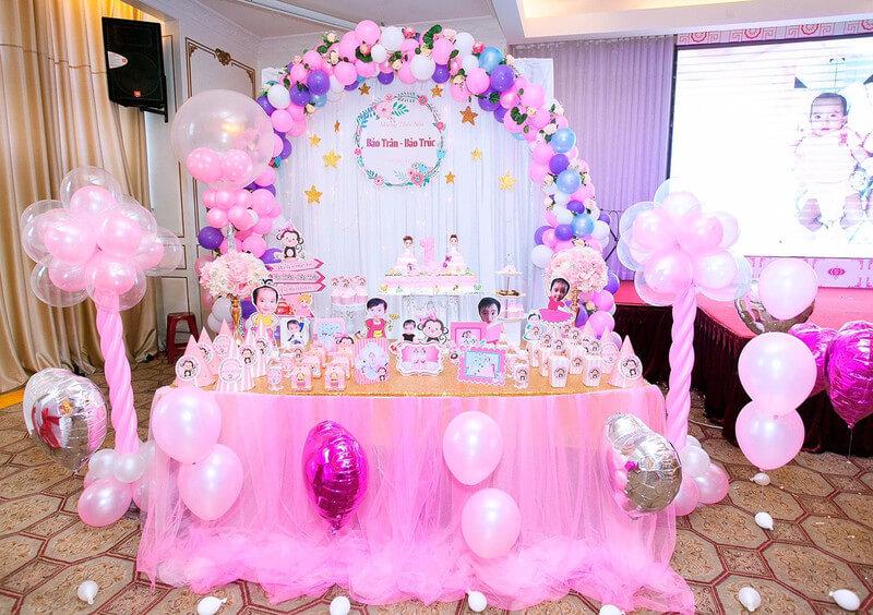 Nhưng chỉ cần chiếc bàn gallery của Xinh Event như này bạn đã đủ mang đến sự hoàn hảo cho sinh nhật bé