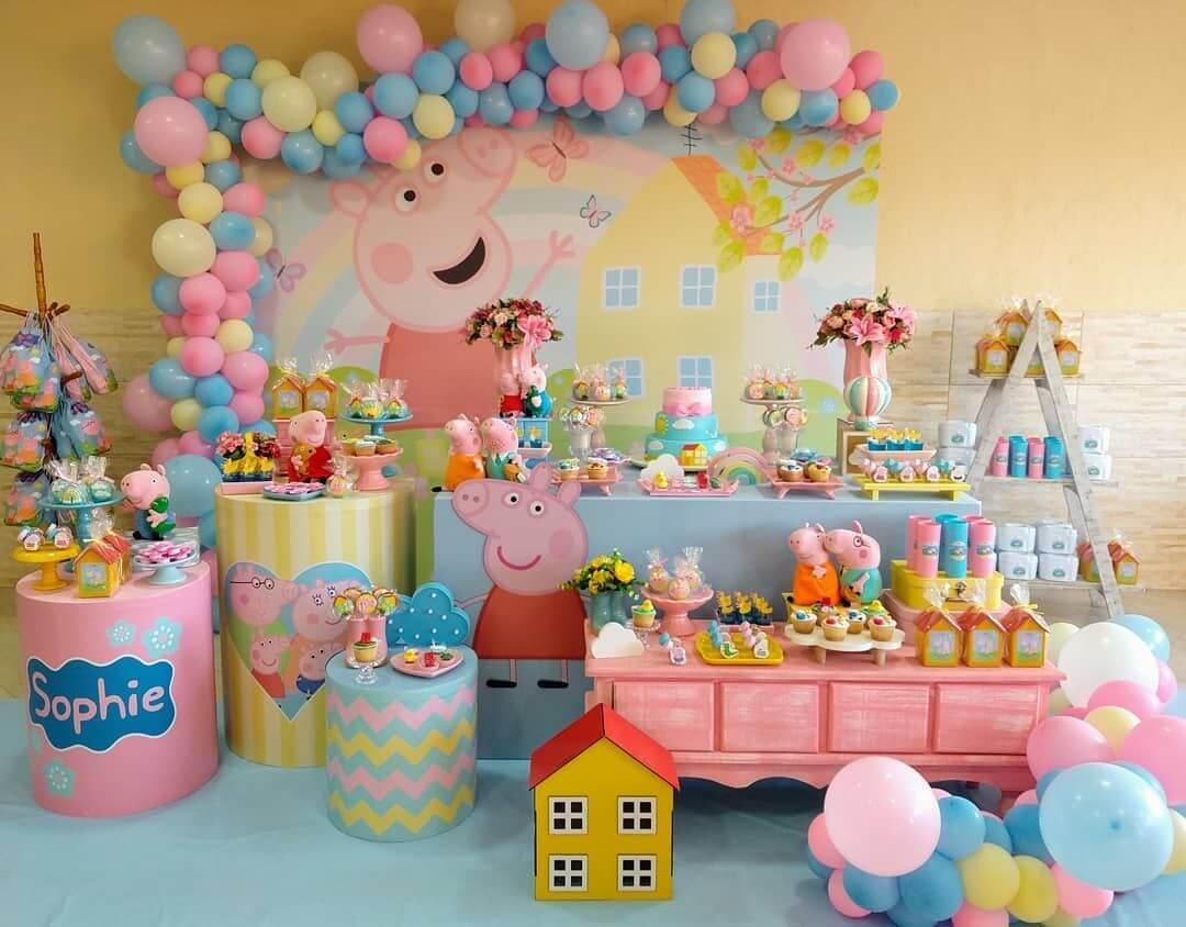 Thật sự rất sinh động và nôn nao khi nhìn thấy không gian sinh nhật chủ đề Peppa Pig cho bé